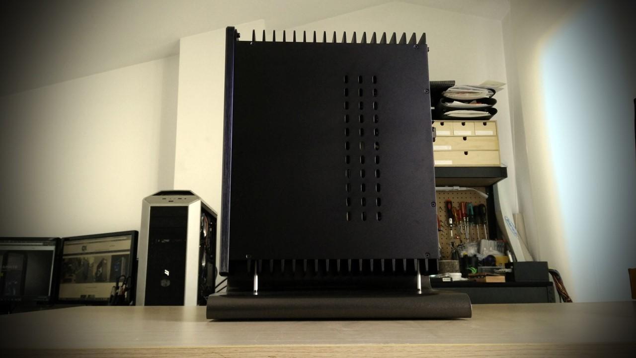HDPLEX 2nd Gen H5 fanless PC going vertical by DekaModder