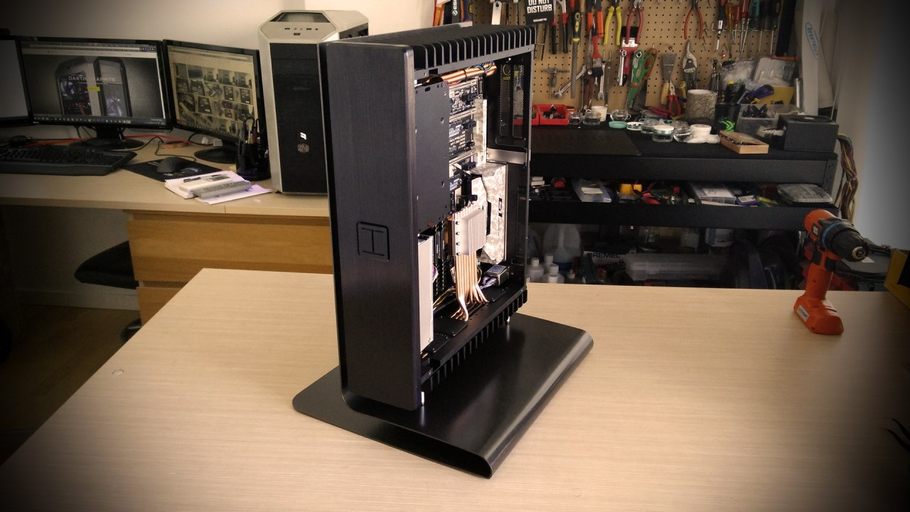 HDPLEX 2nd Gen H5 fanless PC going vertical by DekaModder