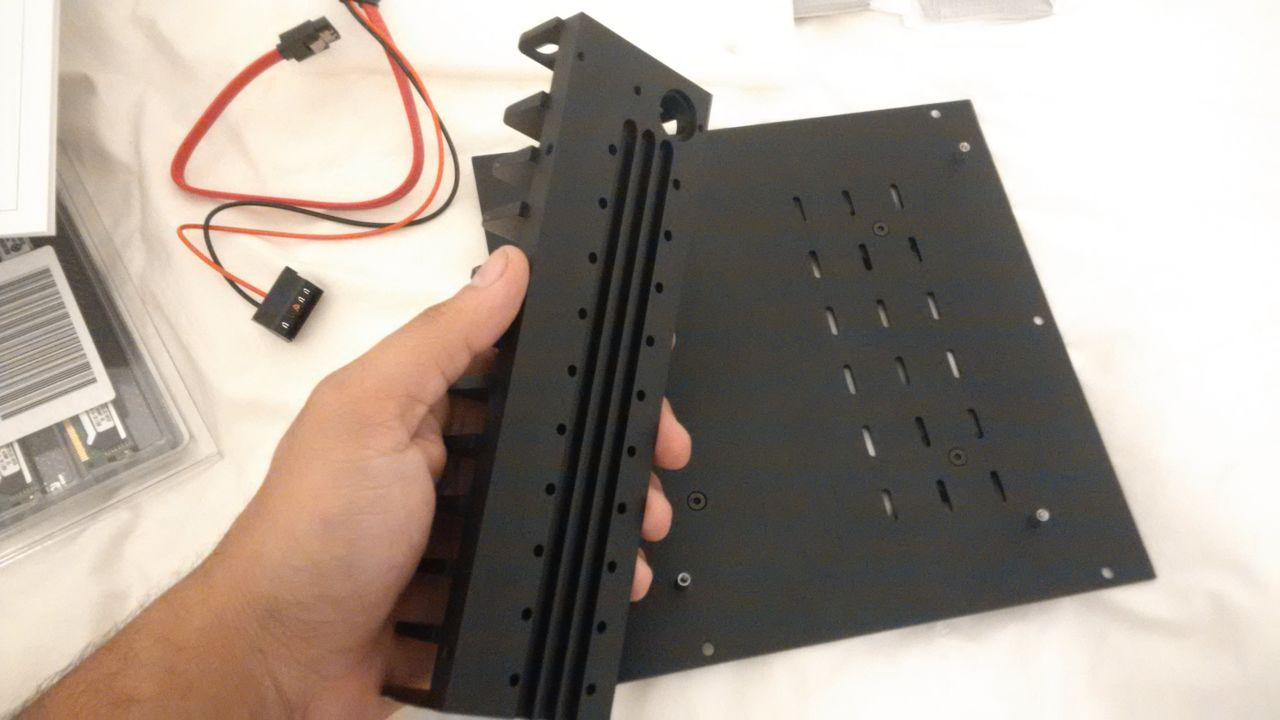 H1.S Fanless Case with AMD FM2+ Build from Italy